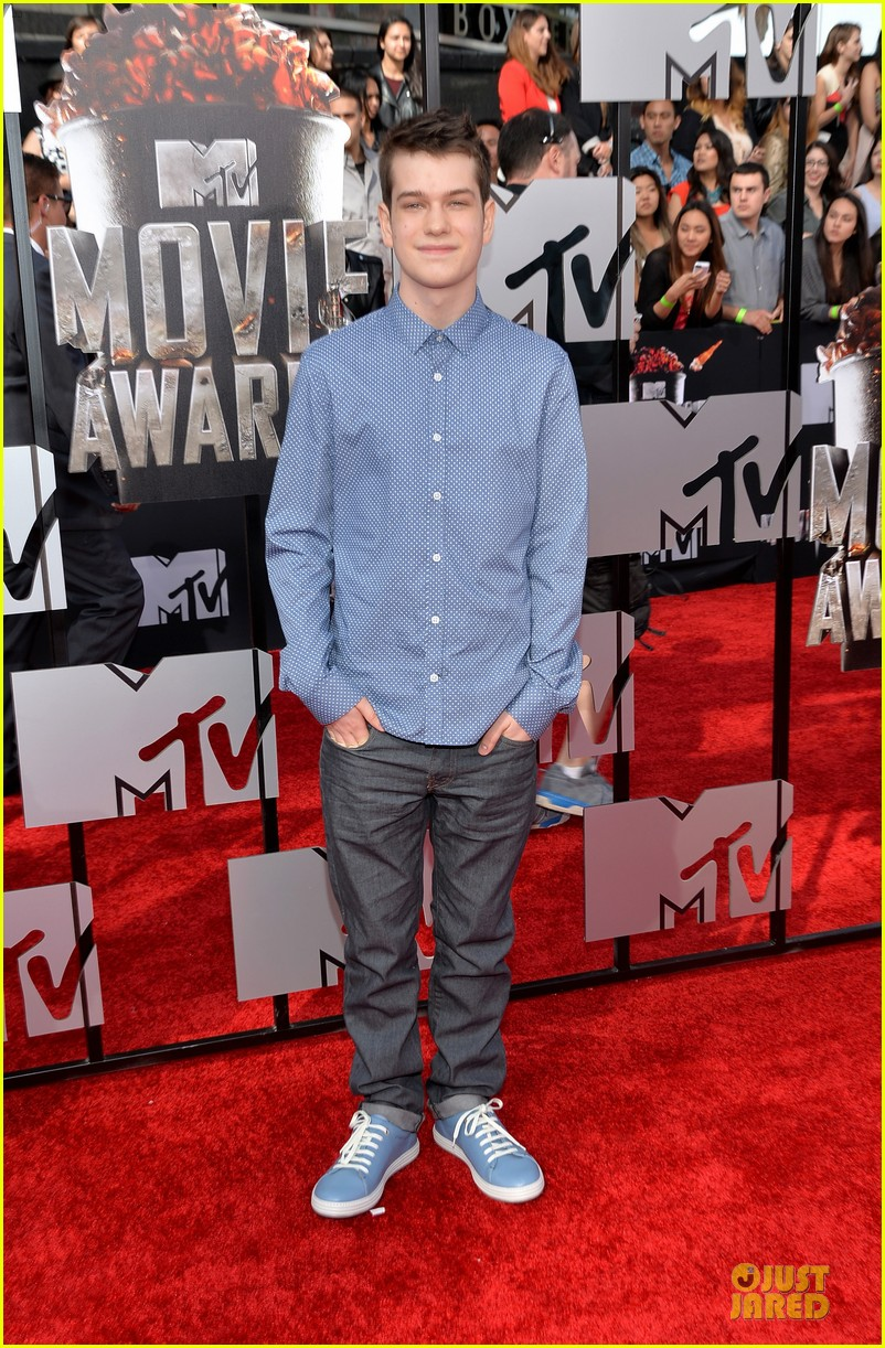 will poulter wins mtv movie awards 2014 033091161