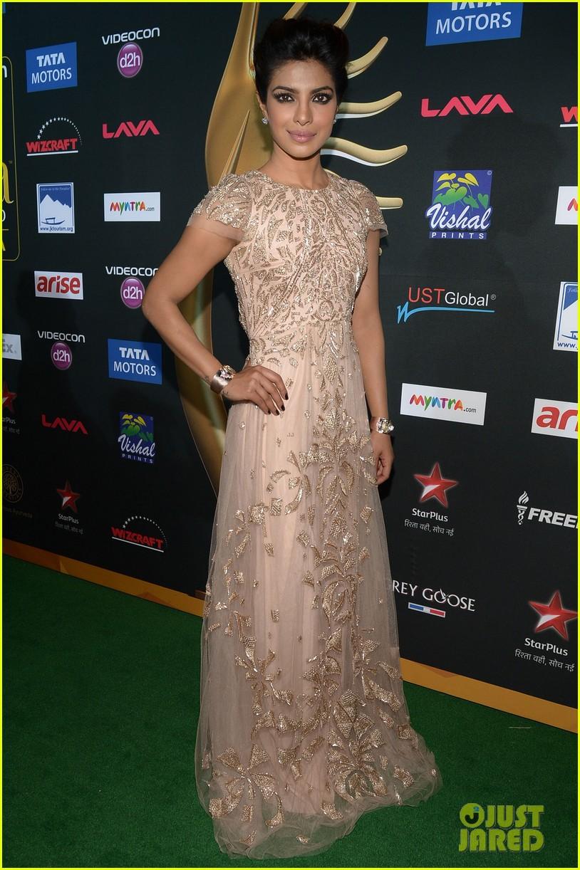 priyanka chopra kevin spacey iifa awards john travolta 033100277