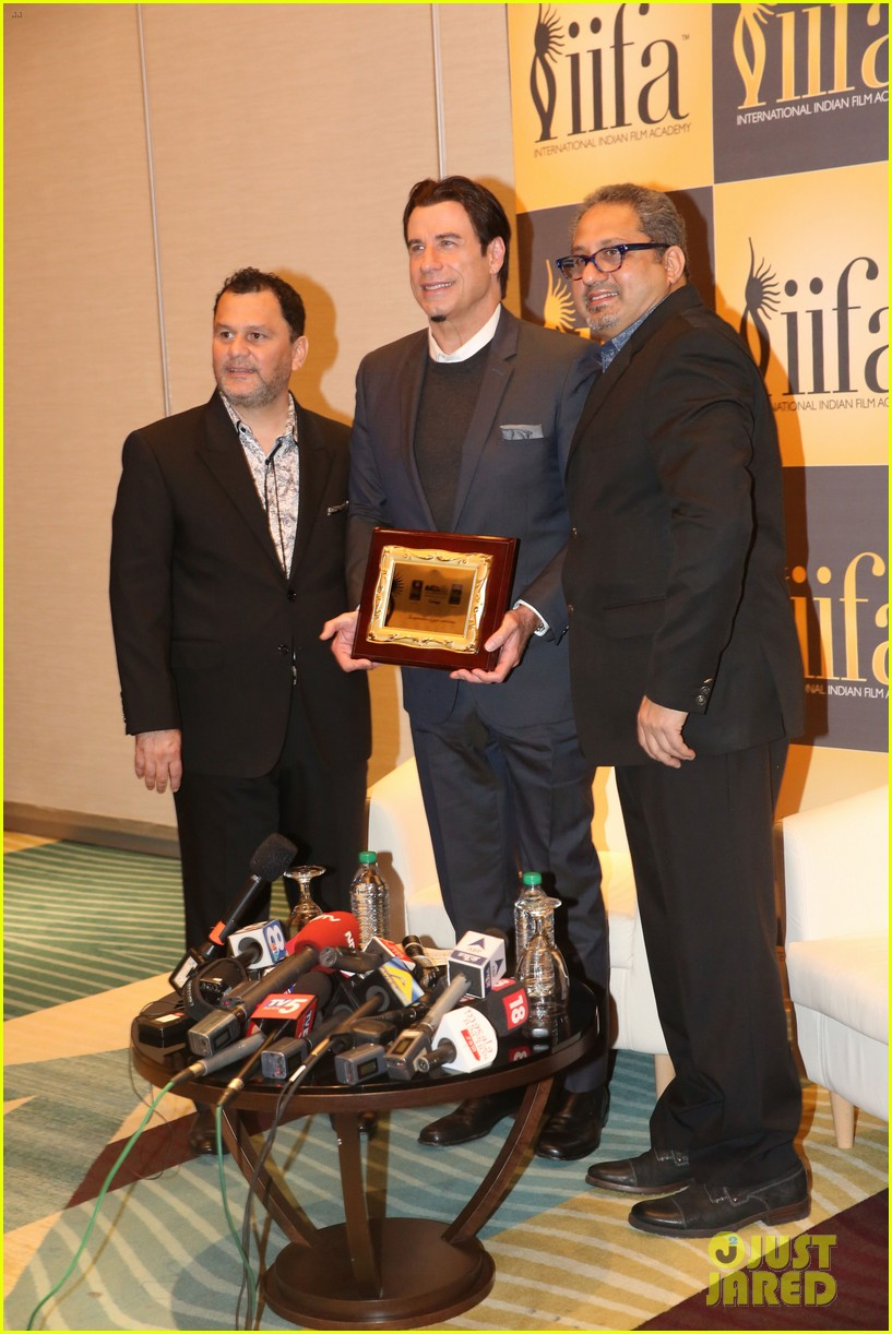 priyanka chopra kevin spacey iifa awards john travolta 113100285