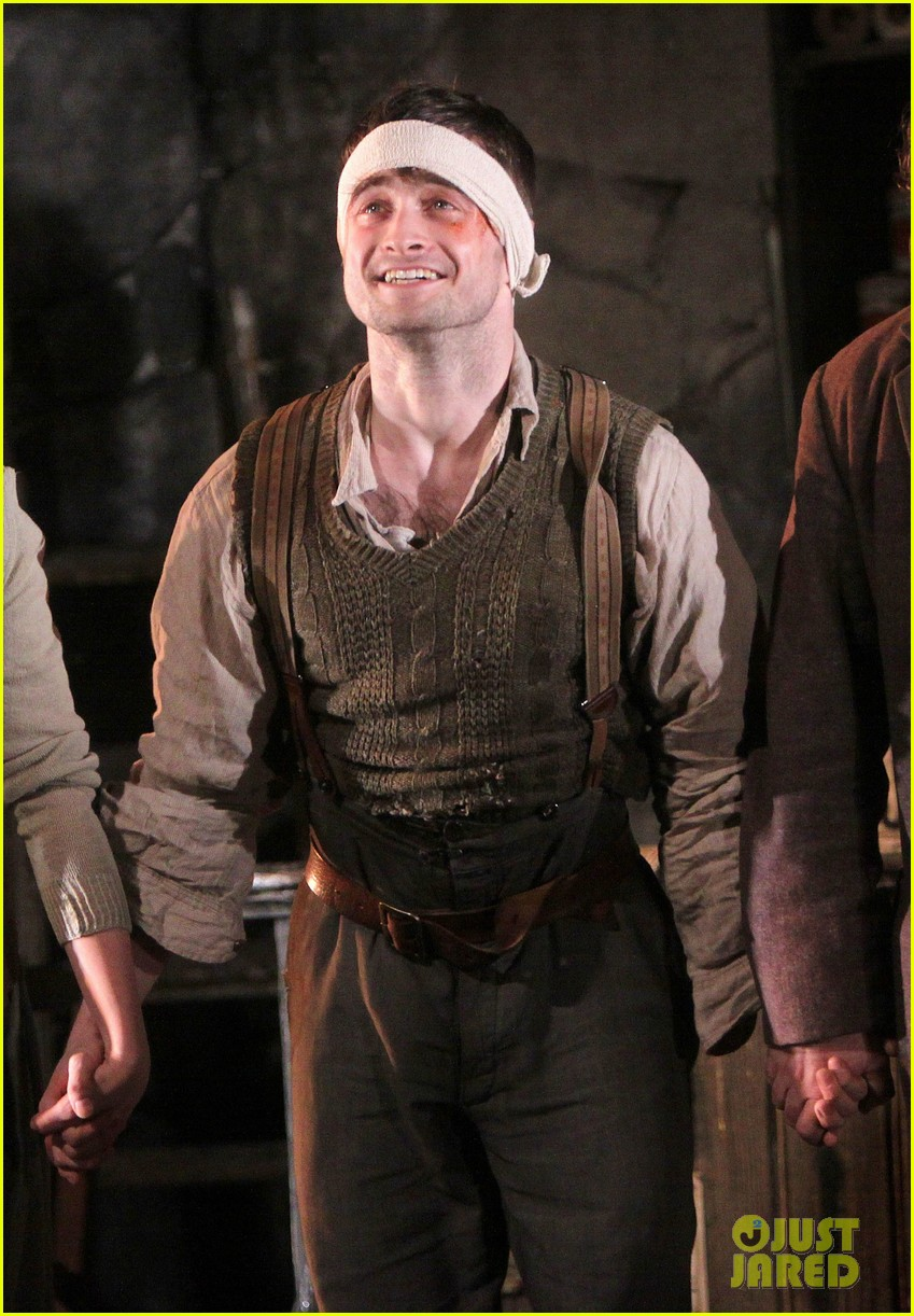 daniel radcliffe takes a much deserved bow for official broadway return 023090914