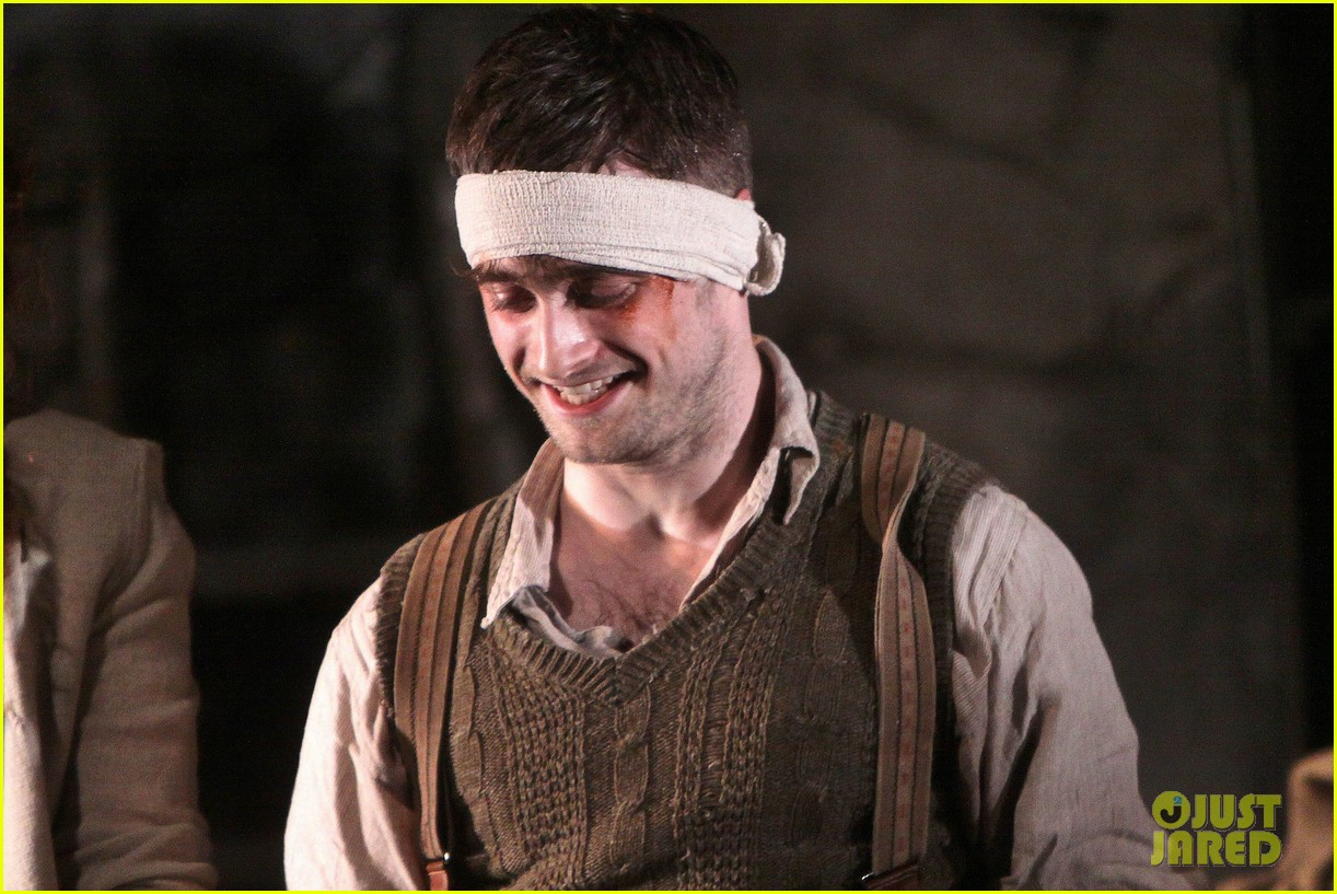 daniel radcliffe takes a much deserved bow for official broadway return 043090916