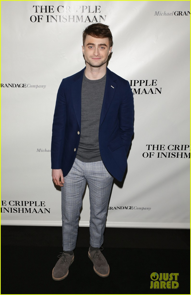 daniel radcliffe receives rave reviews in cripple of inishmaan 013095919