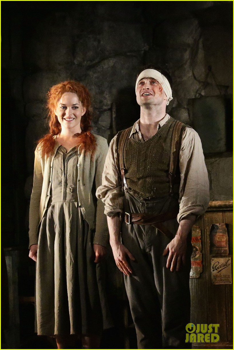 daniel radcliffe receives rave reviews in cripple of inishmaan 023095920