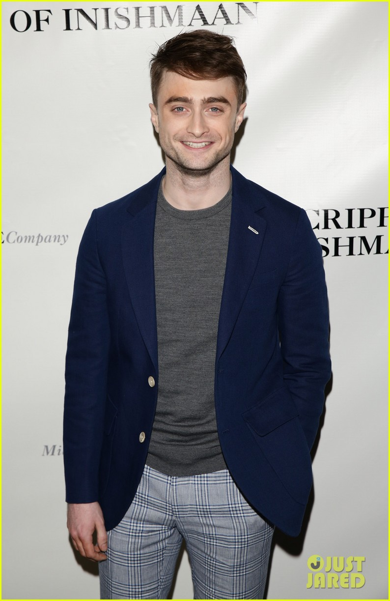 daniel radcliffe receives rave reviews in cripple of inishmaan 053095923