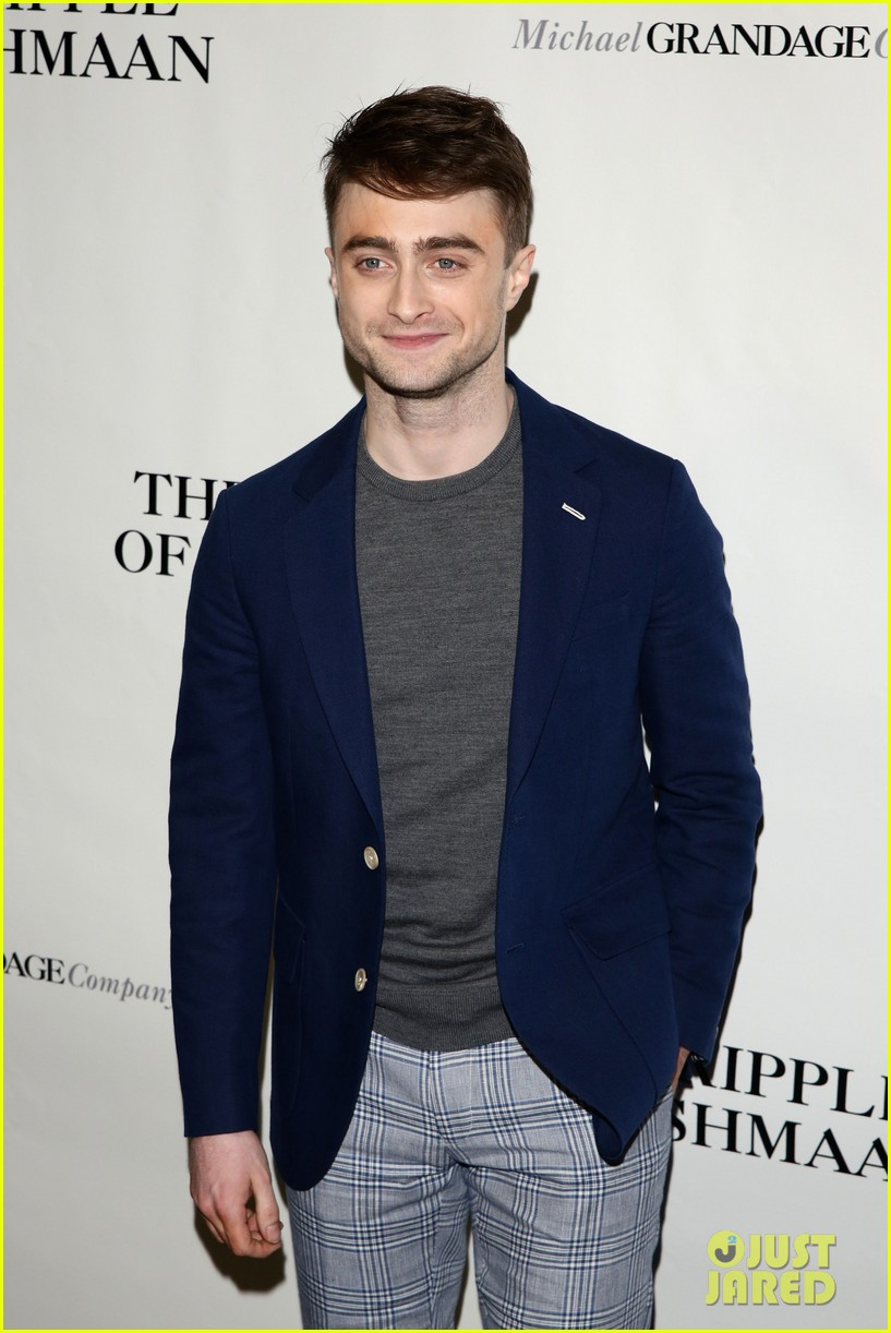 daniel radcliffe receives rave reviews in cripple of inishmaan 083095926
