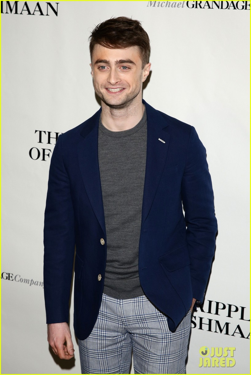 daniel radcliffe receives rave reviews in cripple of inishmaan 093095927