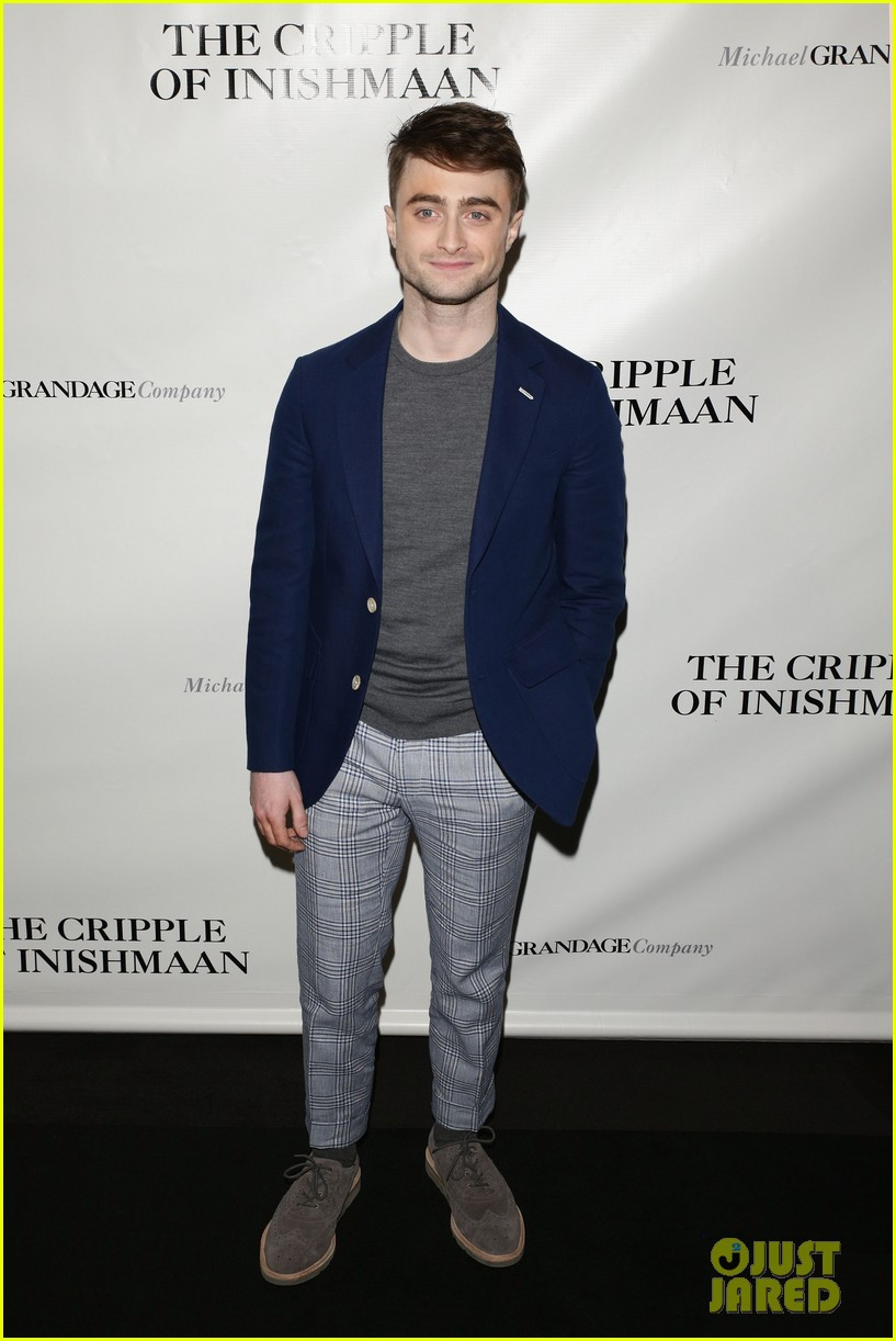 daniel radcliffe receives rave reviews in cripple of inishmaan 103095928