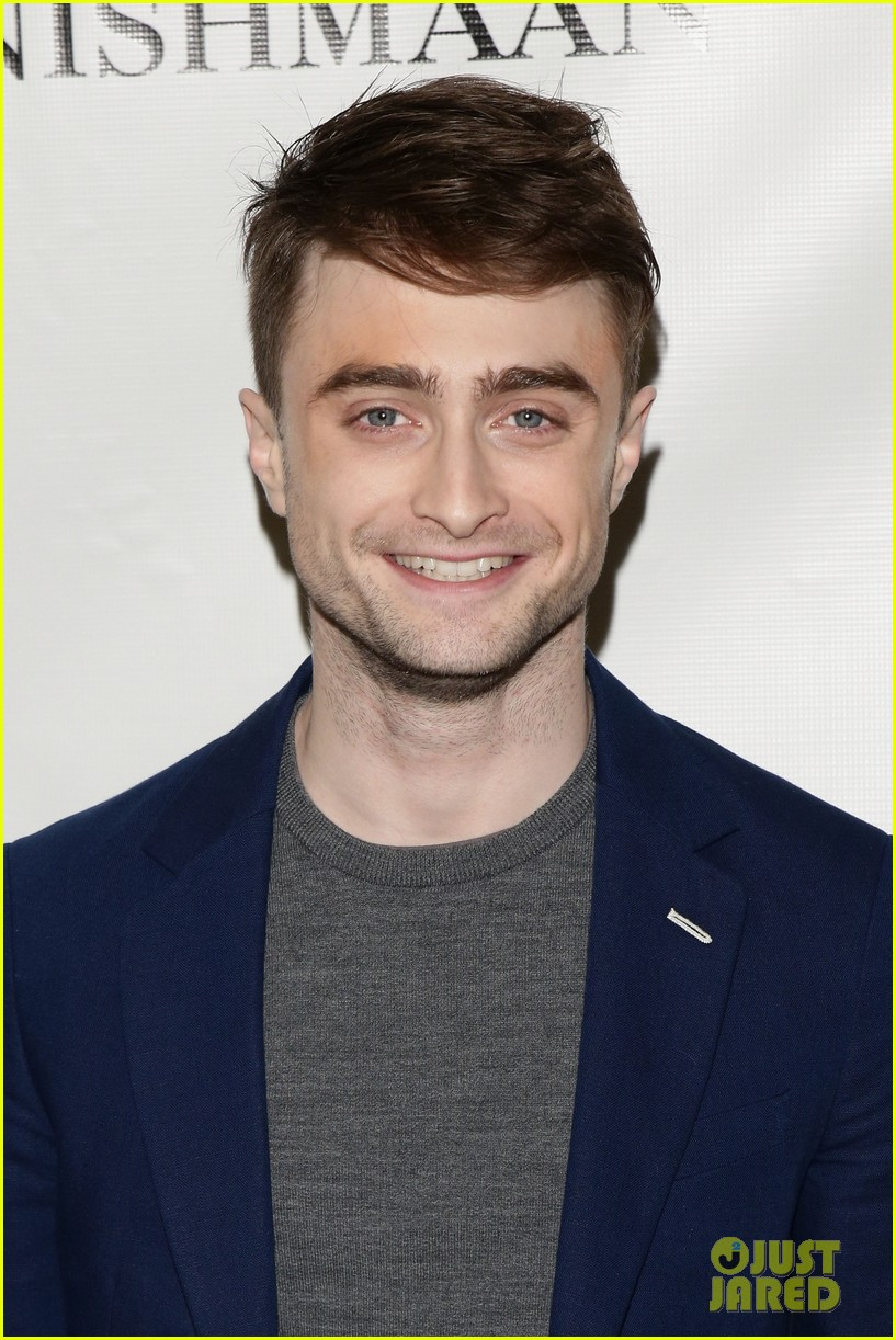 daniel radcliffe receives rave reviews in cripple of inishmaan 113095929