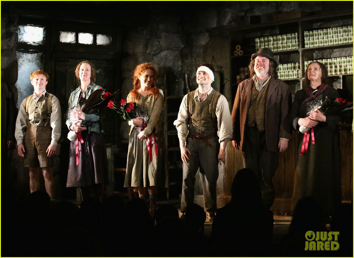 daniel radcliffe receives rave reviews in cripple of inishmaan 123095930