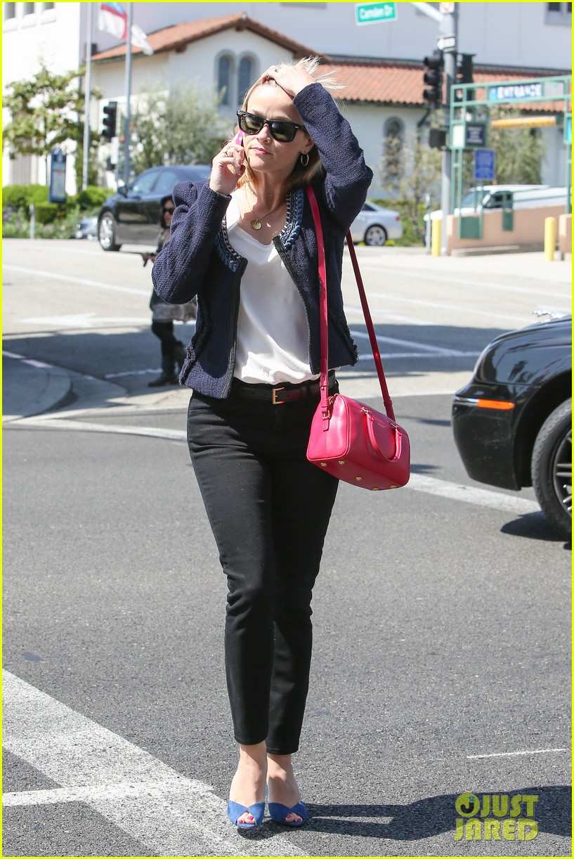 reese witherspoon is all about peeps in her easter basket 053097396