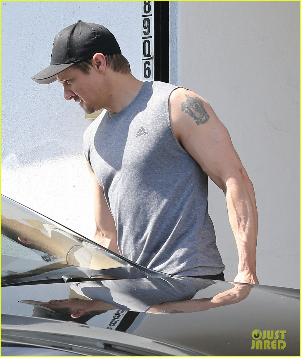 jeremy renner bulging biceps superhero workout 023088246