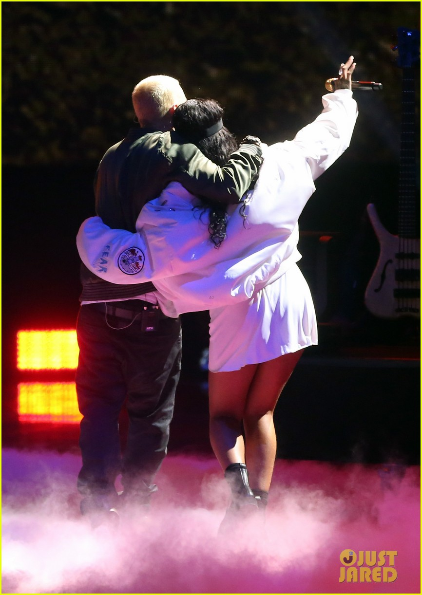 rihanna eminem mtv movie awards 2014 performance 033091342