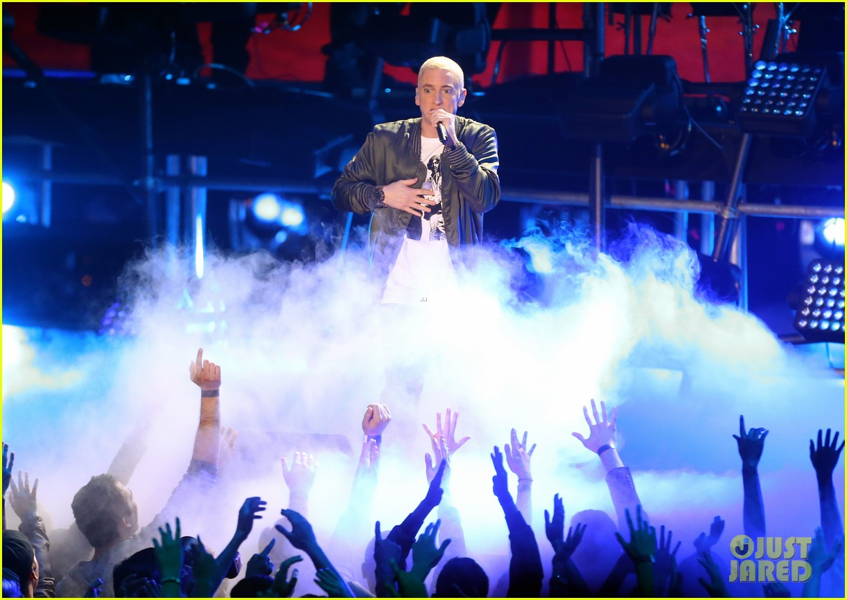 rihanna eminem mtv movie awards 2014 performance 063091345