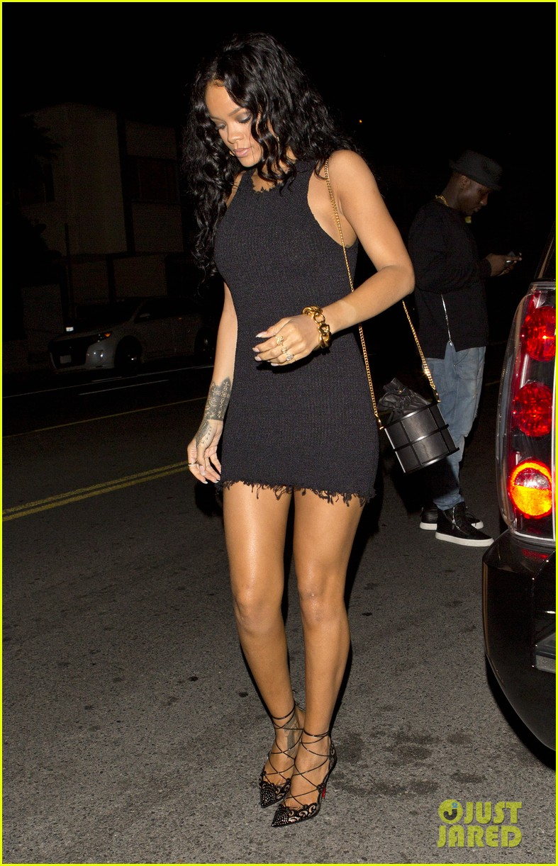 rihanna brings drake to her bff birthday dinner 053090265