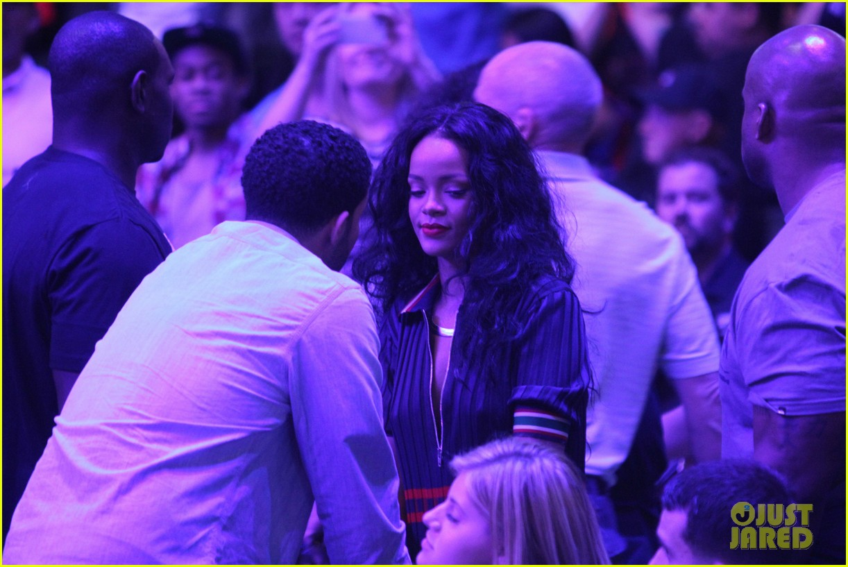 rihanna drake clippers game hug 053088244