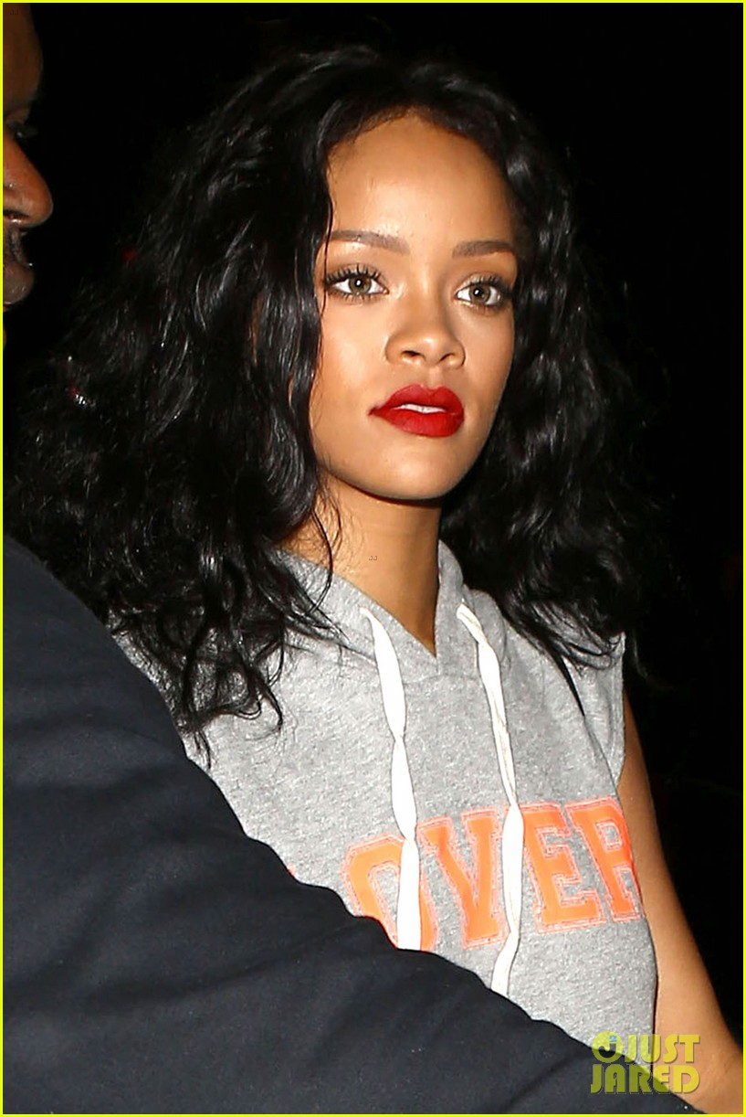 rihanna settles lawsuit with ex accountants 033094250