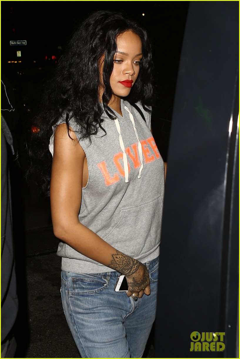 rihanna settles lawsuit with ex accountants 06