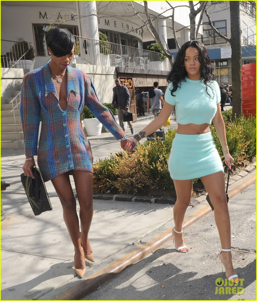 rihanna wears the perfect spring outfit bares her midriff 033100864