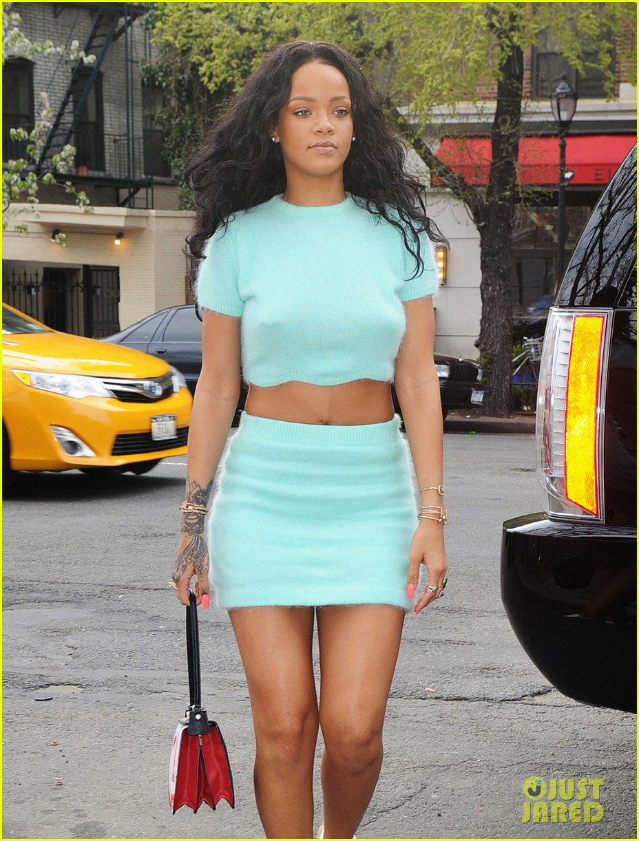 rihanna wears the perfect spring outfit bares her midriff 13