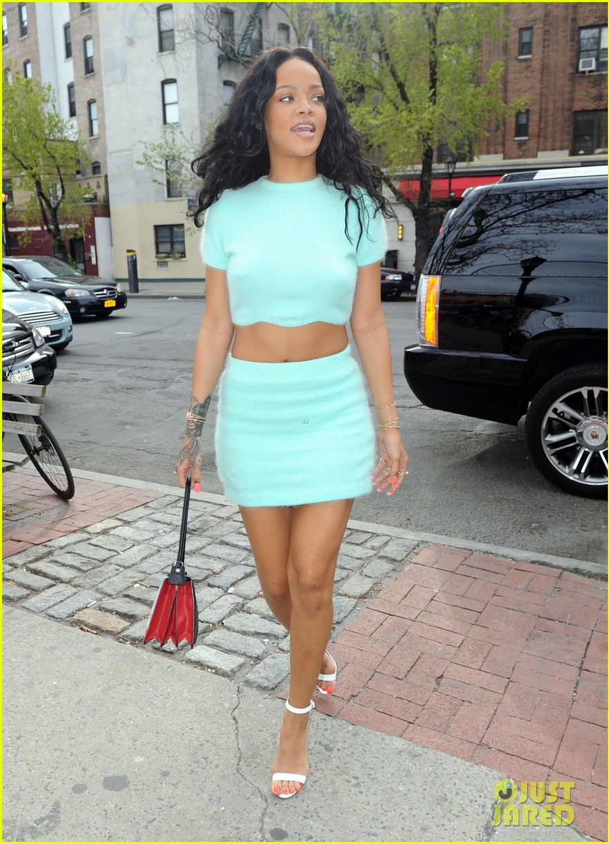 rihanna wears the perfect spring outfit bares her midriff 163100877