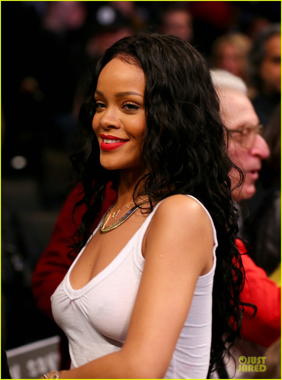 rihanna goes topless holds her boobs 023099561