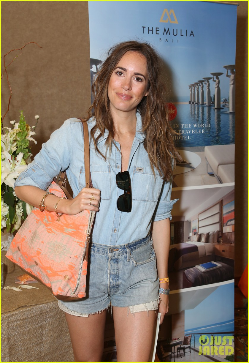 riley keough grabs lots of goodies at coachella lounge 2014 023091477