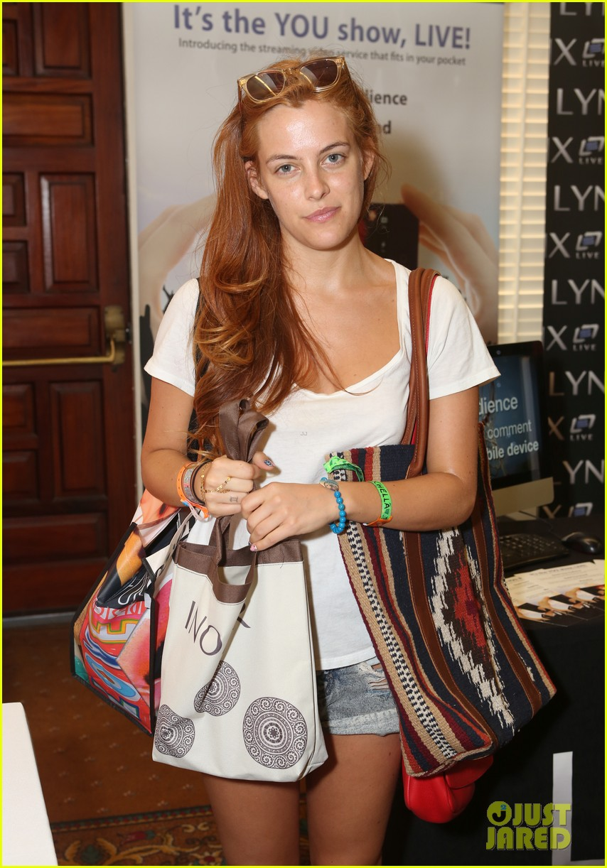 riley keough grabs lots of goodies at coachella lounge 2014 043091479