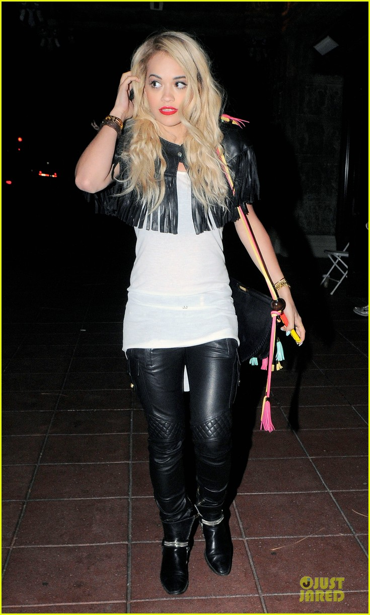 rita ora brings headbands back as a trend 093093699