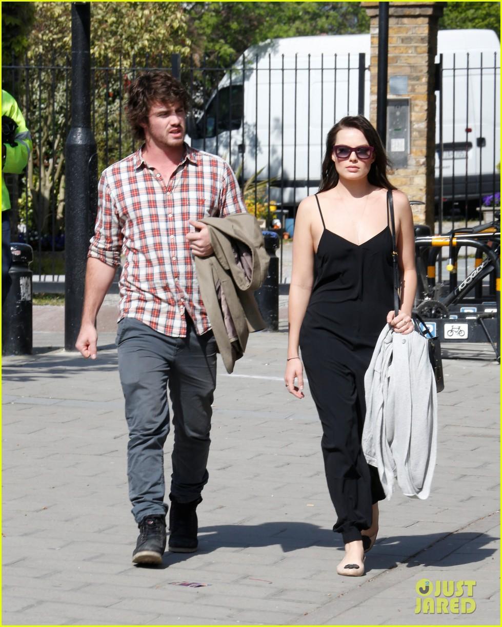 margot robbie rumored boyfriend henry aitken step out together 043093973
