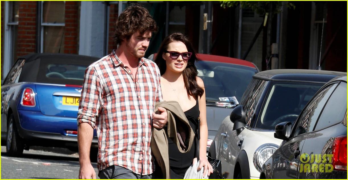 margot robbie rumored boyfriend henry aitken step out together 053093975
