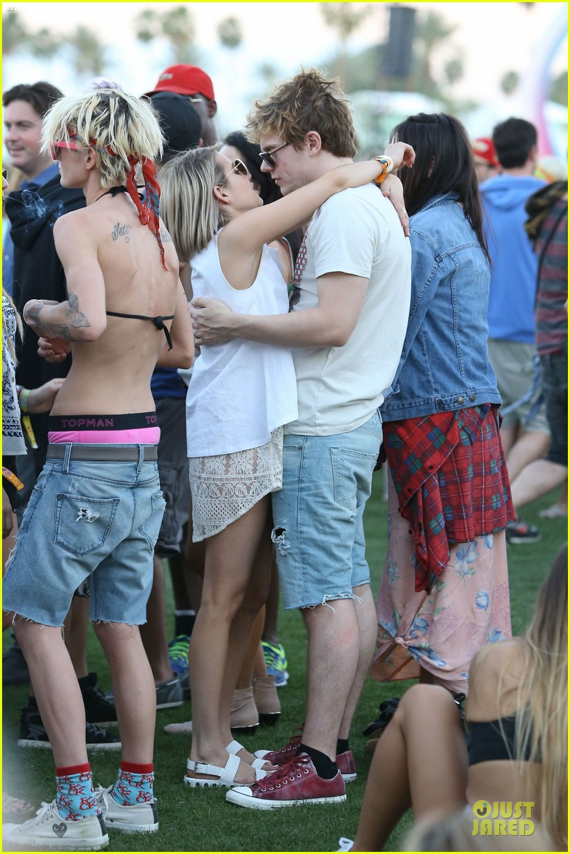 emma roberts evan peters kiss at coachella 163089769