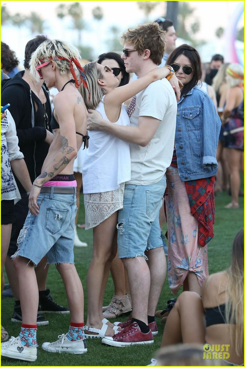 emma roberts evan peters kiss at coachella 203089773