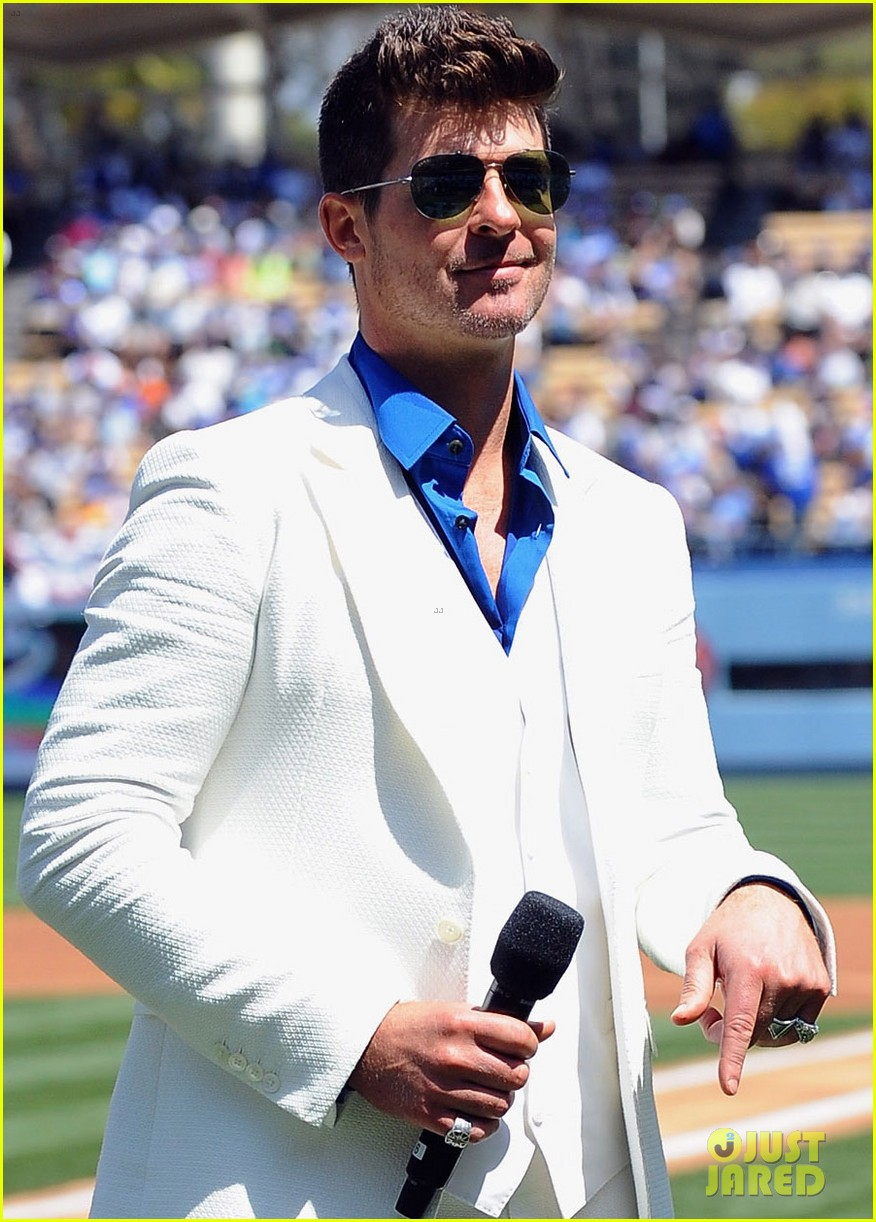 robin thicke dodgers concert 01