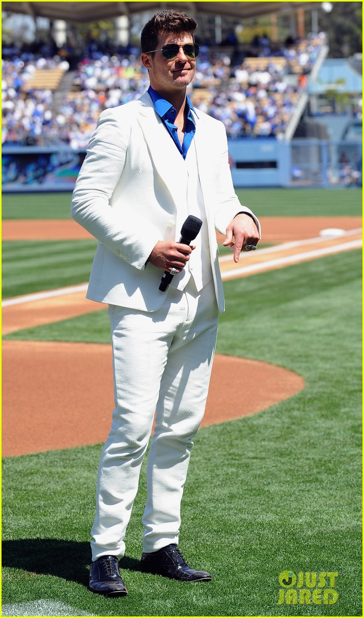 robin thicke dodgers concert 023085489