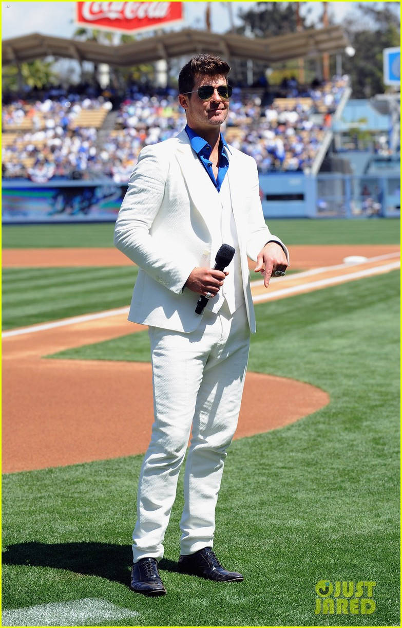robin thicke dodgers concert 043085491