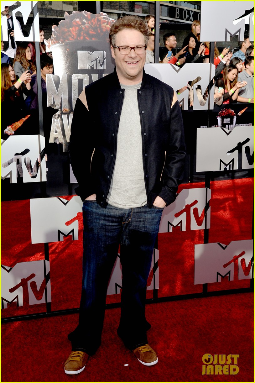 dave franco seth rogen are two neighbors on red carpet at mtv music awards 2014 013091211
