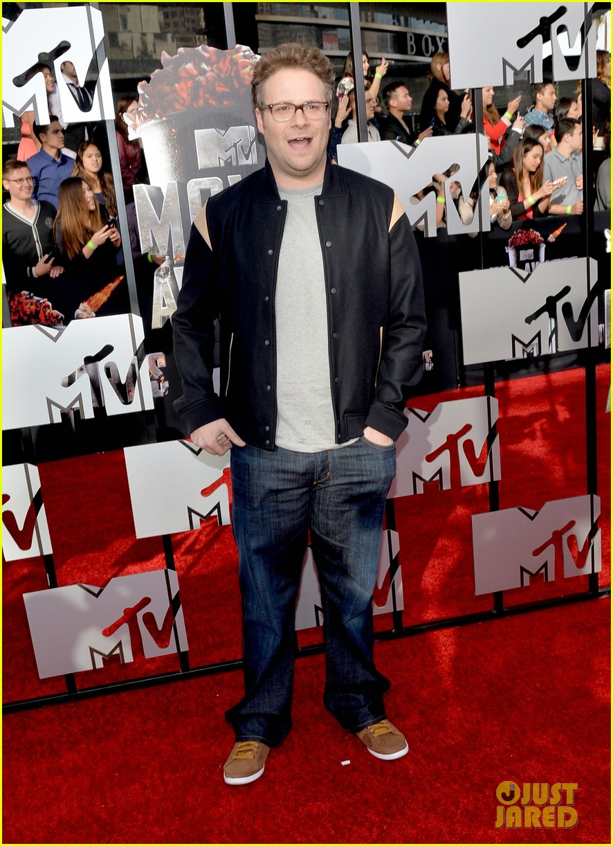 dave franco seth rogen are two neighbors on red carpet at mtv music awards 2014 053091215