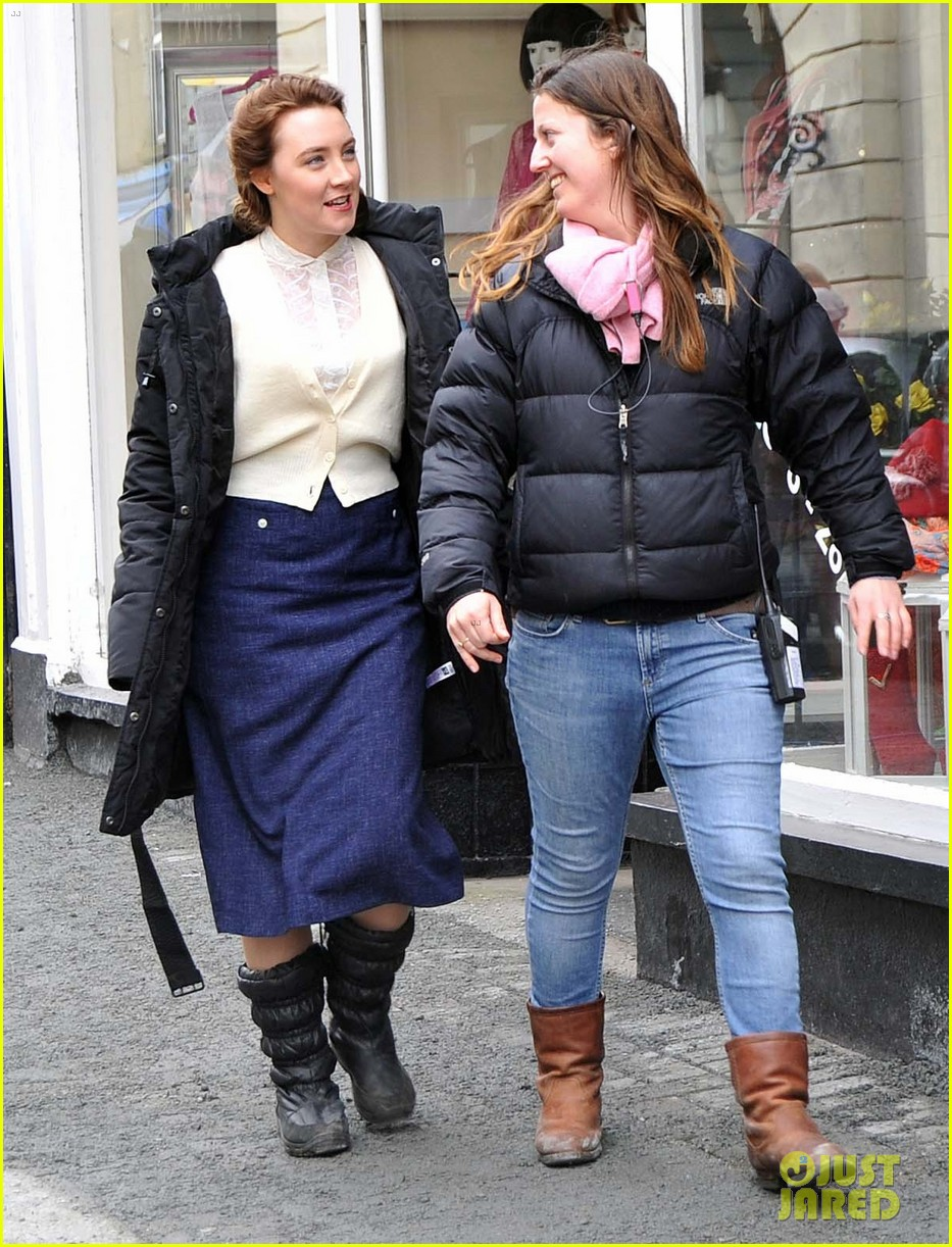 saoirse ronan begins filming brooklyn in ireland 01