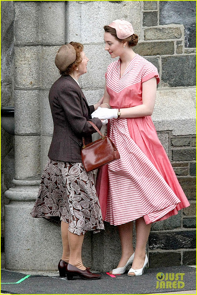 saoirse ronan fifties costumes look so vintage chic 013088367