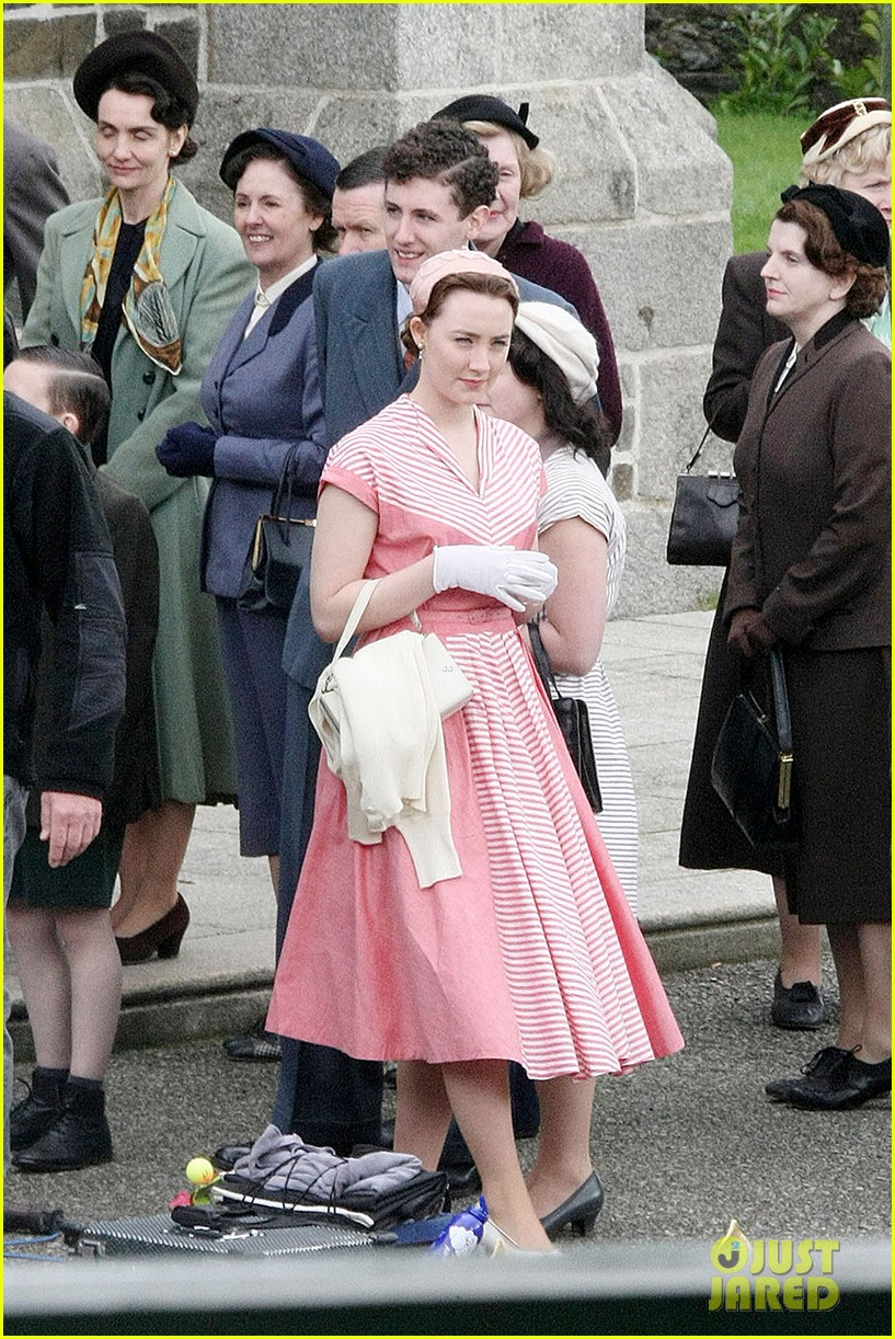 saoirse ronan fifties costumes look so vintage chic 093088375