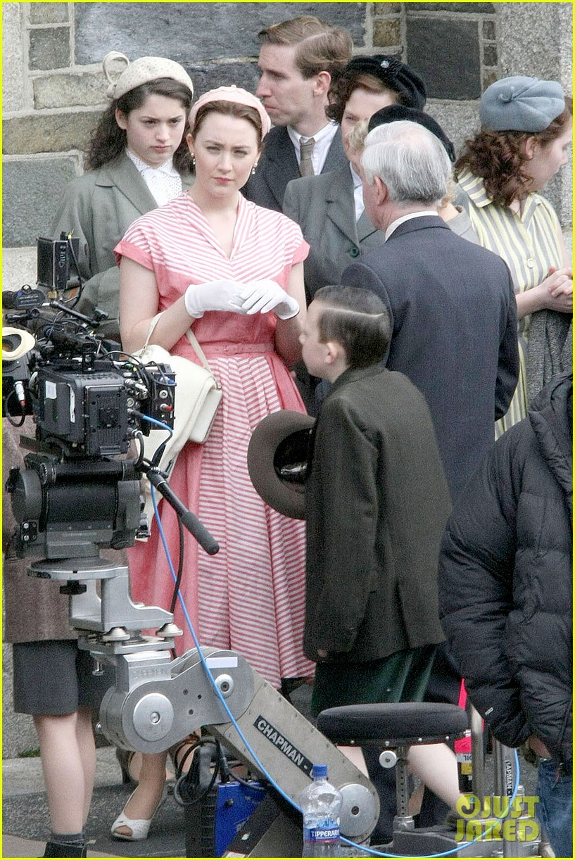 saoirse ronan fifties costumes look so vintage chic 103088376