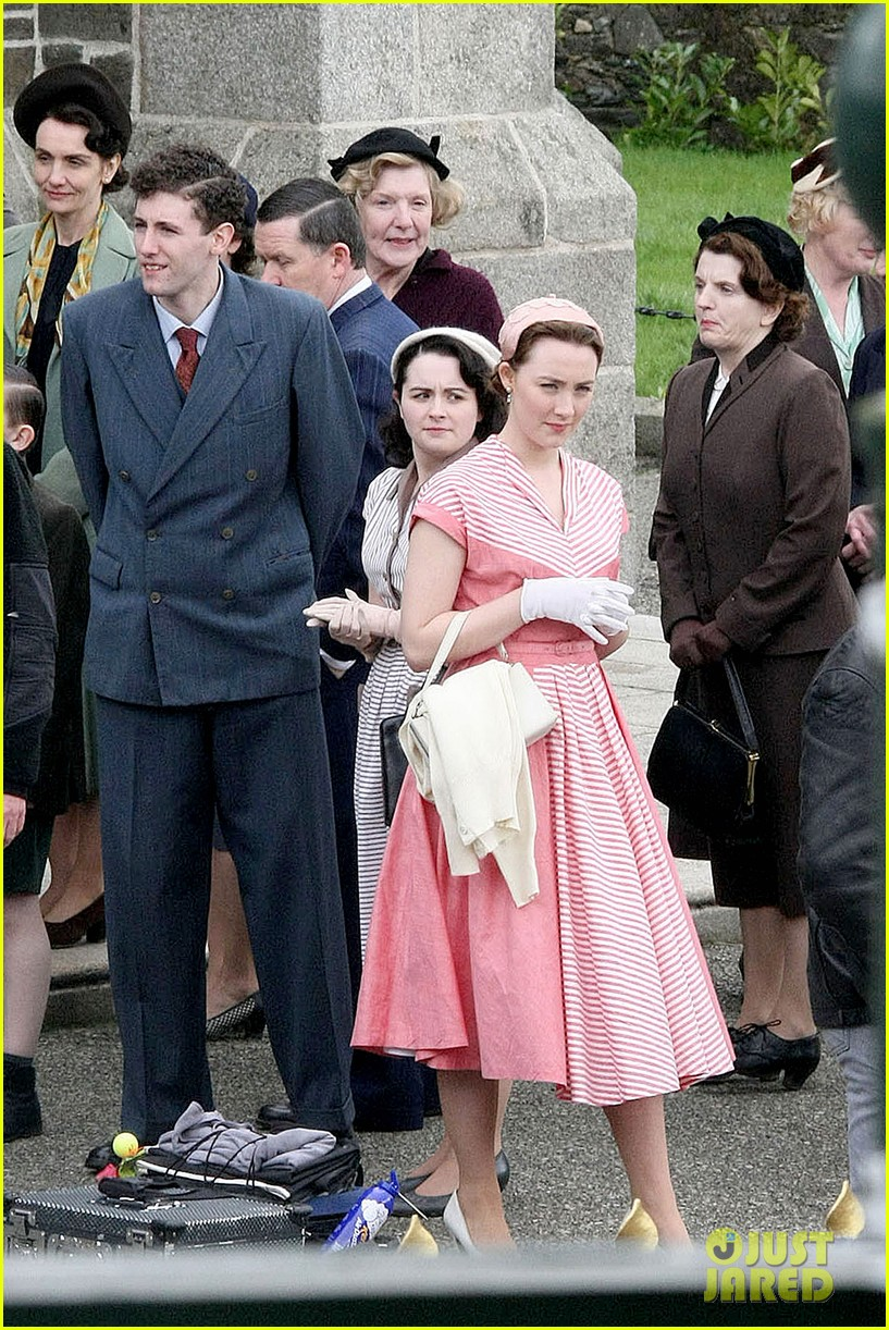 saoirse ronan fifties costumes look so vintage chic 11