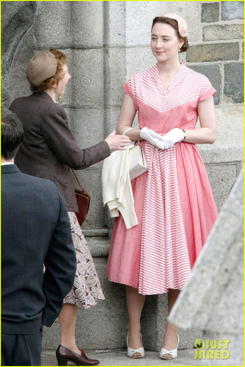 saoirse ronan fifties costumes look so vintage chic 123088378