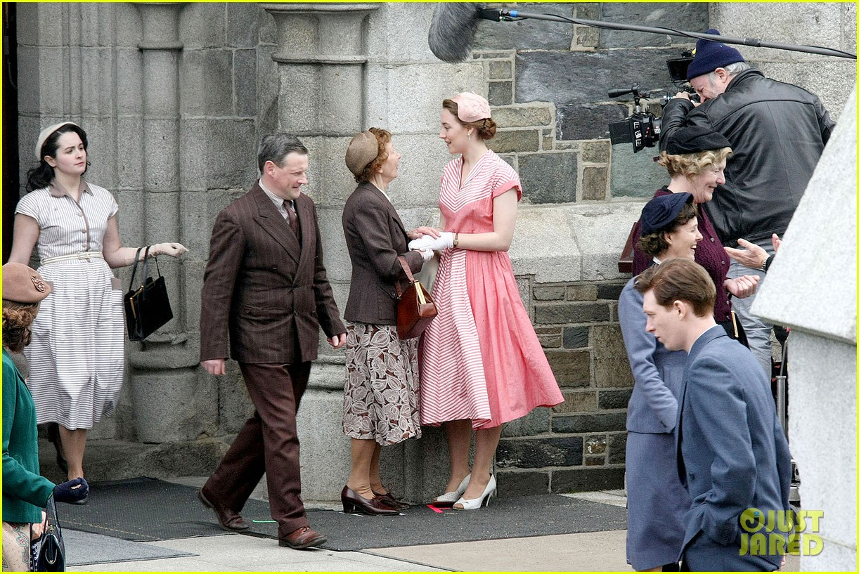 saoirse ronan fifties costumes look so vintage chic 143088380