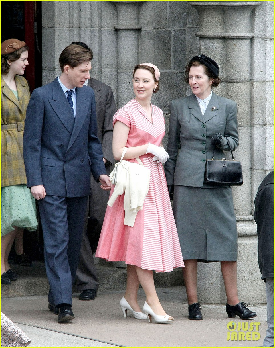 saoirse ronan fifties costumes look so vintage chic 16