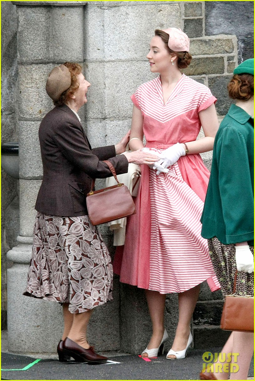 saoirse ronan fifties costumes look so vintage chic 193088385