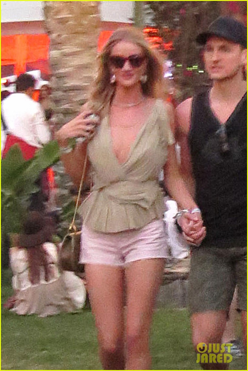 rosie huntington whiteley alessandra ambrosio bring beauty coachella 043090753