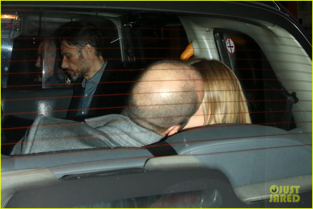 rosie huntington whiteley jason statham london backseat smooches 043100312