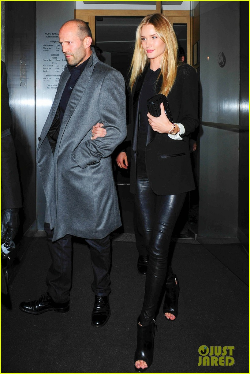 rosie huntington whiteley jason statham london backseat smooches 13
