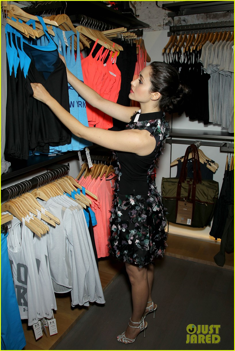 emmy rossum plays with shoes at under armour store launch 033102028
